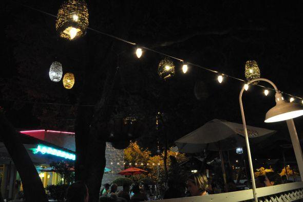 La terraza de Baby Acapulco Arboretumville es íntima y vivaz al mismo ti...