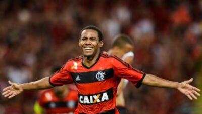 Elías festeja su gol en el 2-0 final del Flamengo sobre Paranaense y que...