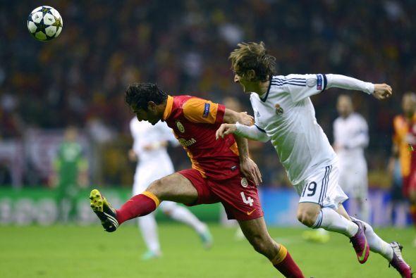 El Galatasaray salio a remontar la dura cuesta que tenía por delante.