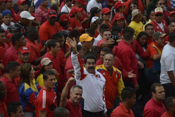 Maduro hizo sus declaraciones mientras caminaba en la marcha organizada...