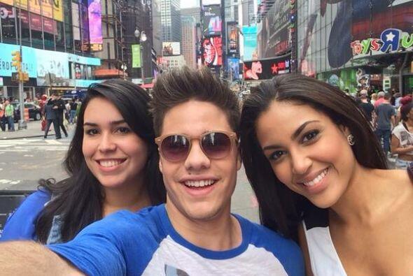 """En #TimeSquare con @NabilaTapia y #Lichi having a blast @NuestraBelleza..."