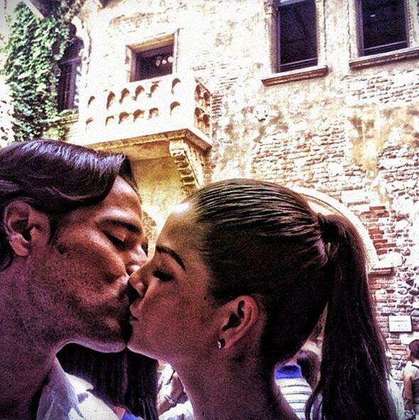 """Si tu pareja te hace reír, te besa con ternura, se disculpa cuando se e..."