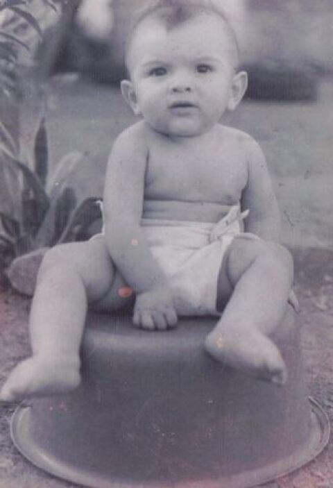 Este niño desde bebé tenía pinta de galán. ¿Lo reconoces? Es el señor Pe...