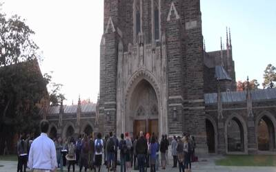 Estudiantes de Duke presentan una solicitud formal para convertir a la u...