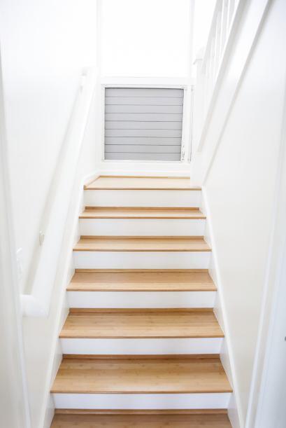 DIY. ¿Tu escalera tiene espacios blancos? Dale rienda suelta a tu imagin...