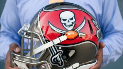 Los Buccaneers presentaron este nuevo y modernizado logo, y este revoluc...