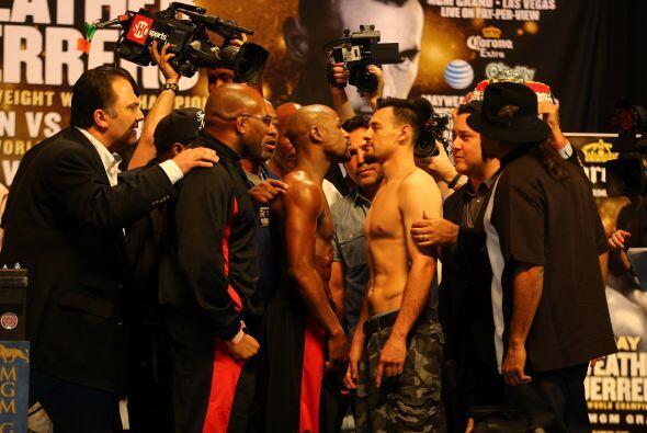 Floyd Mayweather Jr. y Robert Guerrero se vieron las caras nuevamente, a...