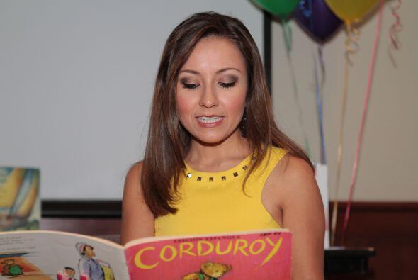 Pamela Díaz leyendo a los niñosLa lectura es una de las he...