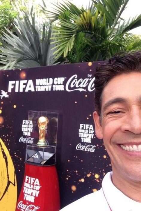 """""""Foto del recuerdo con el trofeo de la Copa Mundial FiFa Brasil 2014 que..."""