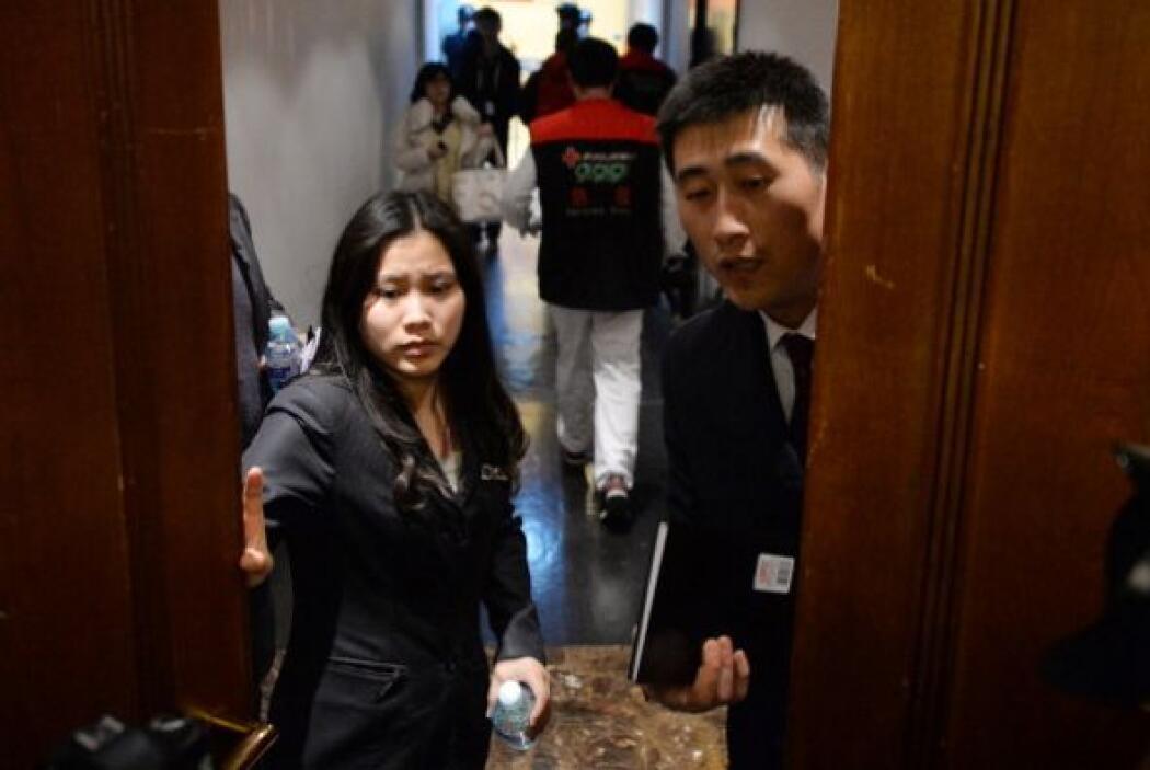 Luego de 5 días sin el paradero del avión, los familiares chinos de los...