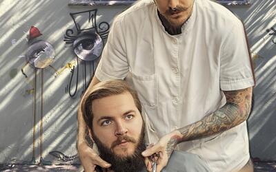 Alrededor del mundo hay peluqueros que cortan el pelo a quienes viven en...