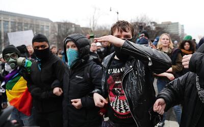 Protestas masivas retumbaron el día de la inauguración presidencial en W...
