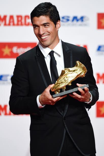 El delantero uruguayo recibió el trofeo que galardona al mejor an...