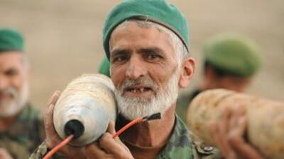 La guierra en Afganistán comenzo a finales de 2001 en respuesta a los at...