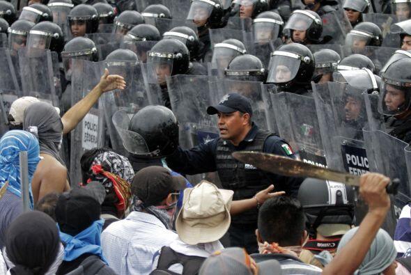 Sin embargo, Felipe de la Cruz, vocero de los padres de los estudiantes,...
