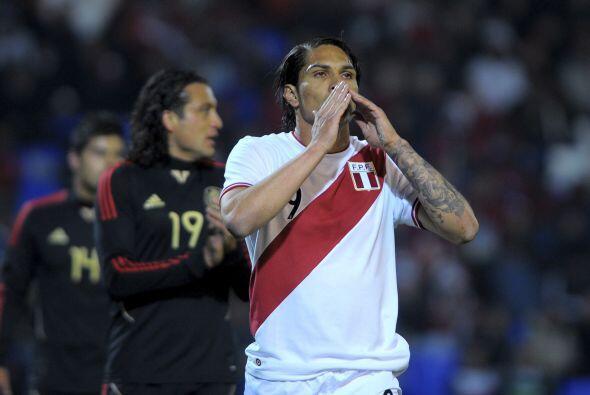 Paolo Guerrero comenzaba a dar muestras de que sería una calamida...