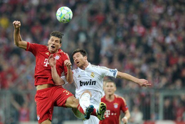 Quien estaba ausente era el atacante Mario Gómez, con pocos balon...