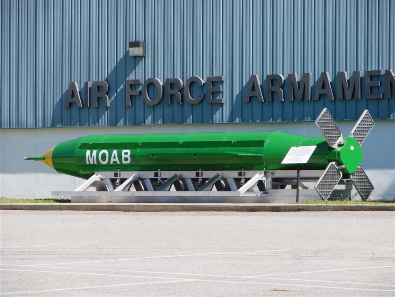 Gráfico: Estados Unidos lanza bombardeo Afganistán con MOAB, 'la madre d...