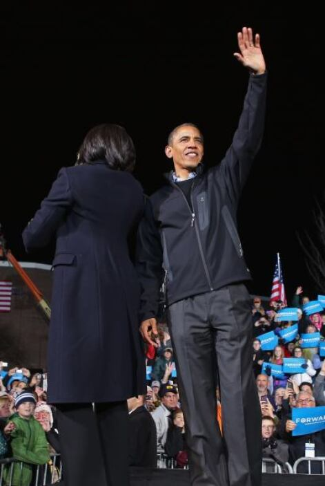 """A su vez  felicitó a su rival republicano, Mitt Romney, por su """"enérgica..."""