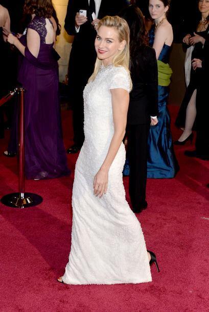 Naomi Watts apostó por un Calvin Klein Collection. Sencilla pero...