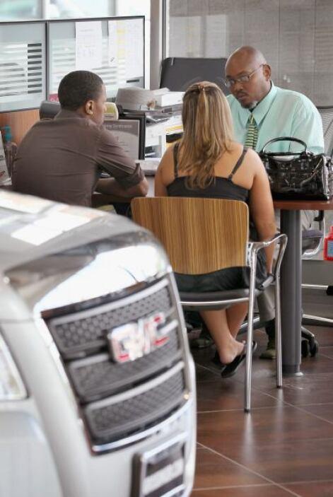 El reporte de crédito.- Ningún comprador educado iría a comprar un auto...