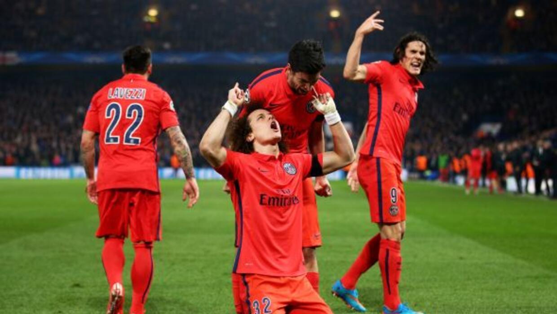 David Luiz y Thiago Silva marcaron los goles parisinos que echaron al Ch...