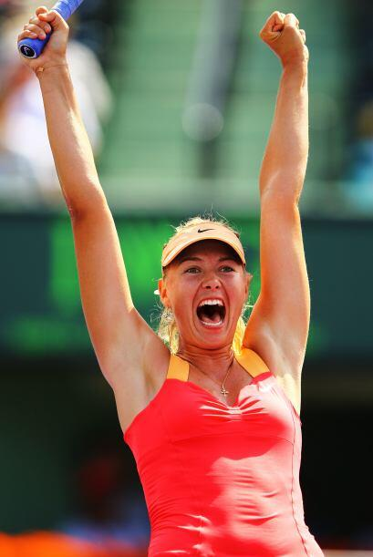 En el set decisivo Sharapova superó con la potencia de sus golpes a su a...