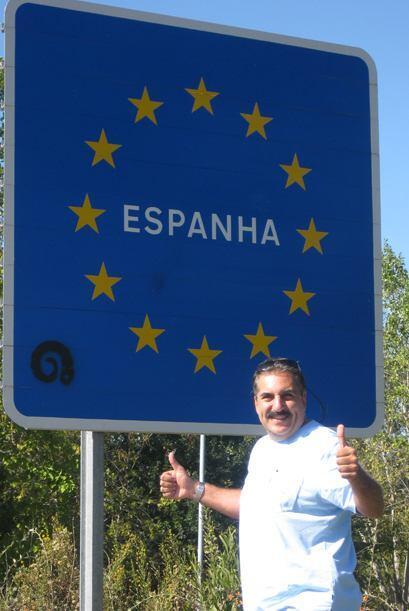 Fernando se detuvo en la frontera con España para darnos esta foto.