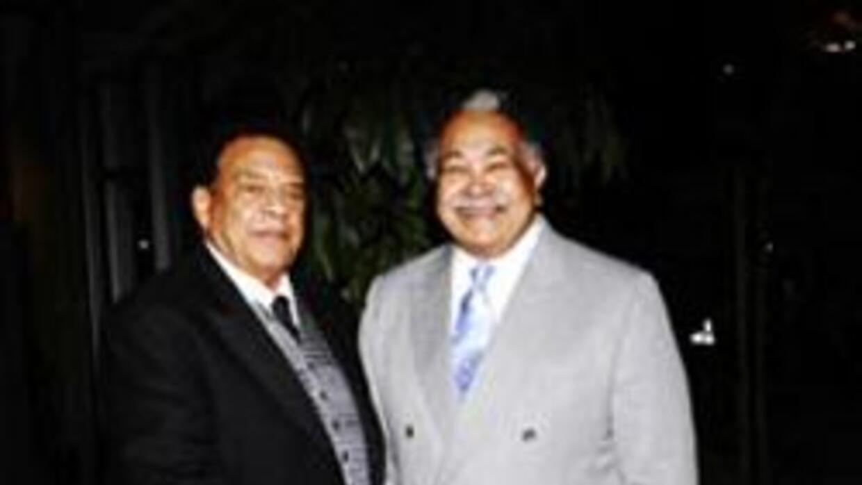 El asambleísta Mervyn Dymally con el embajador Andrew Young, (Foto: cort...