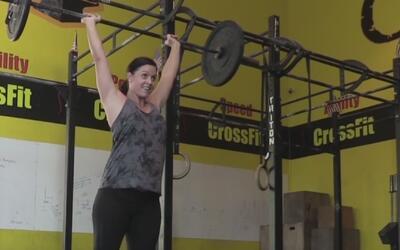 Angie Flowers tiene ocho meses de embarazo y practica crossfit
