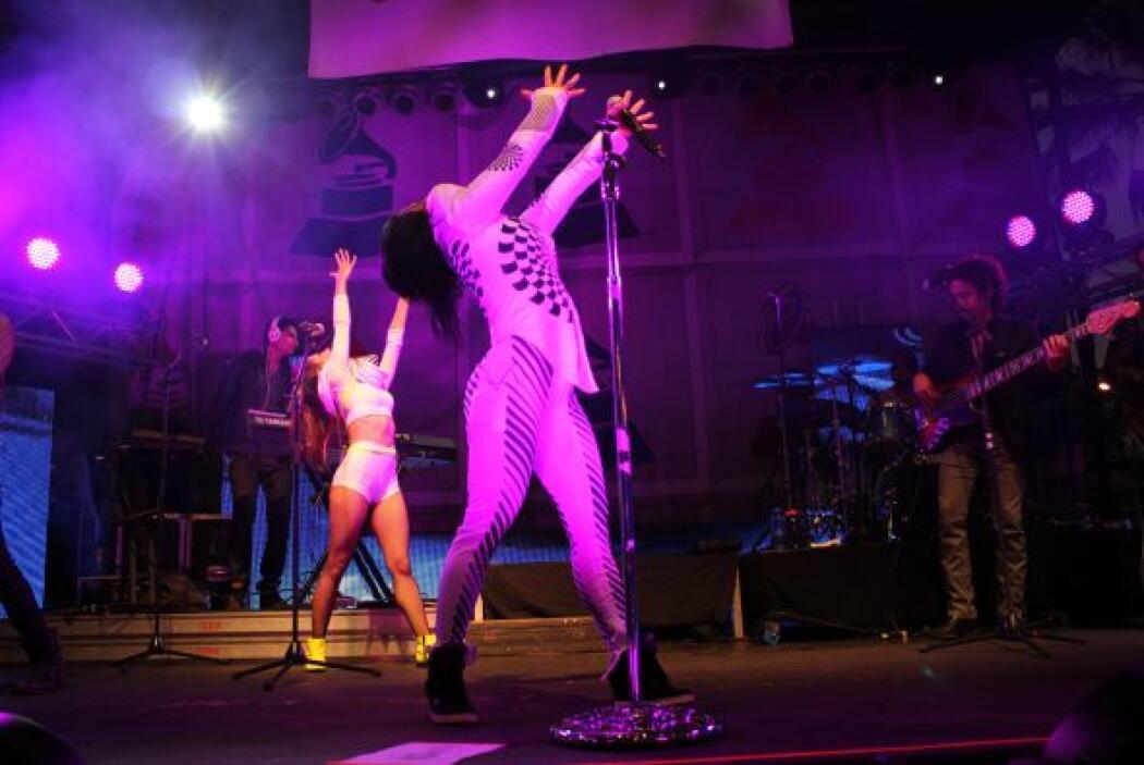 Cautivó al público con su género rock, y su baile movido.
