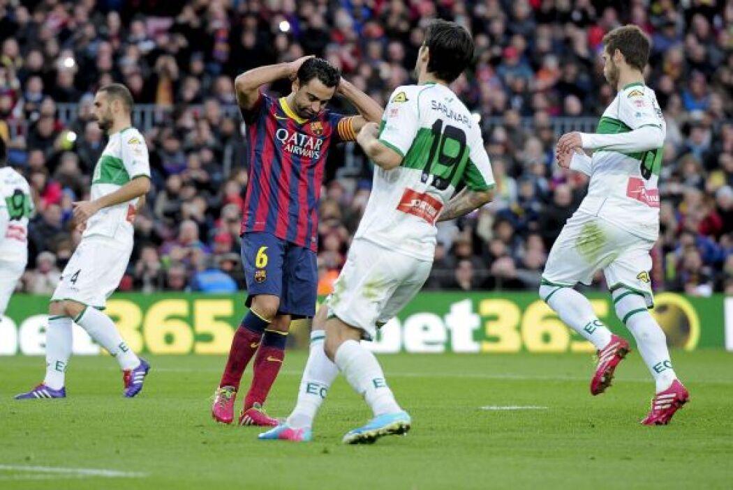 Pero Xavi no estuvo nada atinado al cobrar el disparo y mandó el balón a...