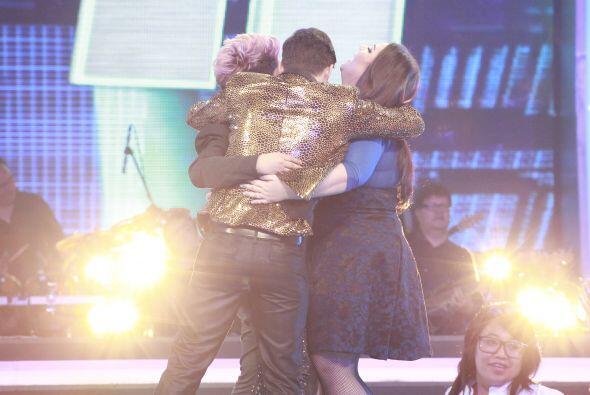 Los cuatro se fundieron en un abrazo.