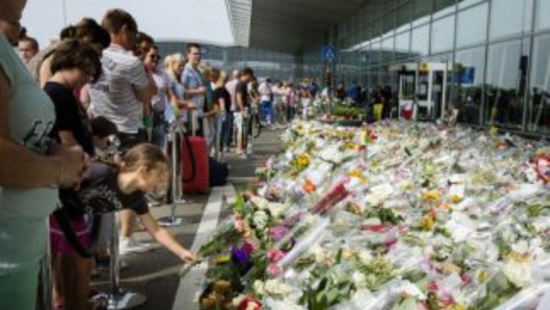 Una zona del aeropuerto de Holanda fue dispuesta para rendir un tributo...