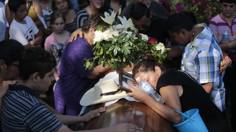 Miles de padres mexicanos han perdido a sus hijos en medio de la denomin...