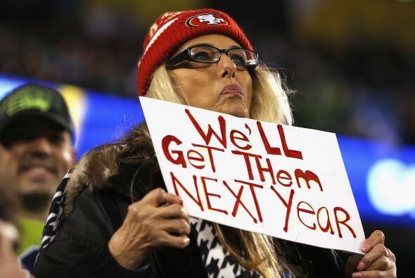 Unos entraban con pancartas apoyando a su equipo favorito.