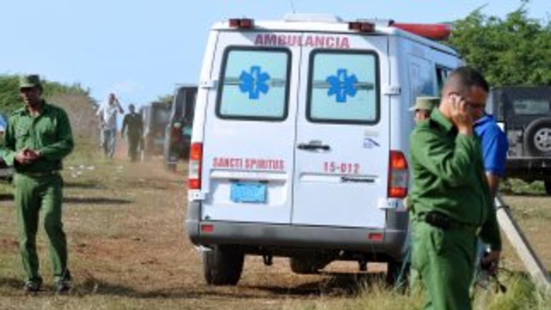 Cinco personas murieron al chocar un automóvil y un camión que transport...