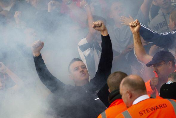 Los aficionados ingleses vaya que se 'encienden' al apoyar a sus equipos...