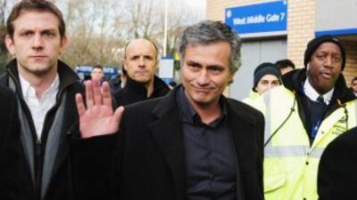 Luego de que pasara del Chelsea al Inter, Mourinho hizo viajes a Londres...
