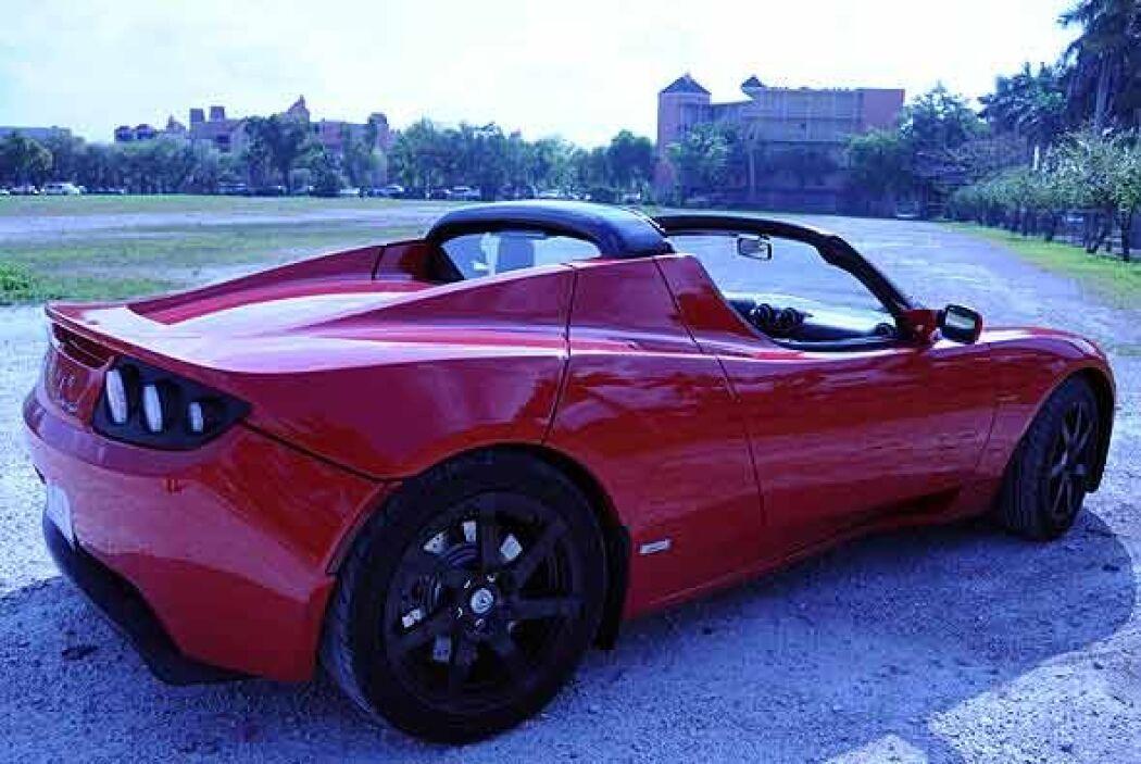 Este auto utiliza baterías de ion-litio que se recargan en 3 horas y media.