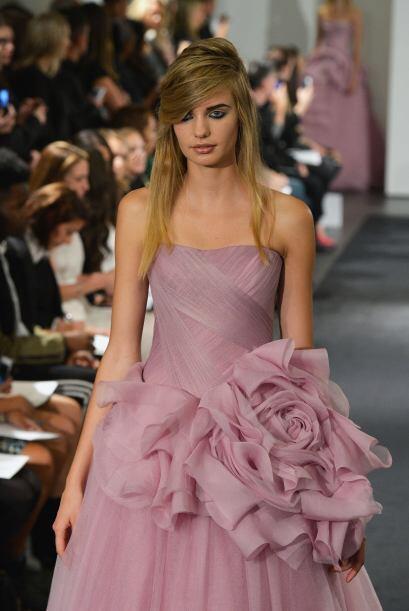 Para portar un detalle gigante en el vestido, es necesario lograr un bal...