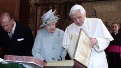 El Papa Benedicto XVI inició una visita de estado al Reino Unido reconoc...