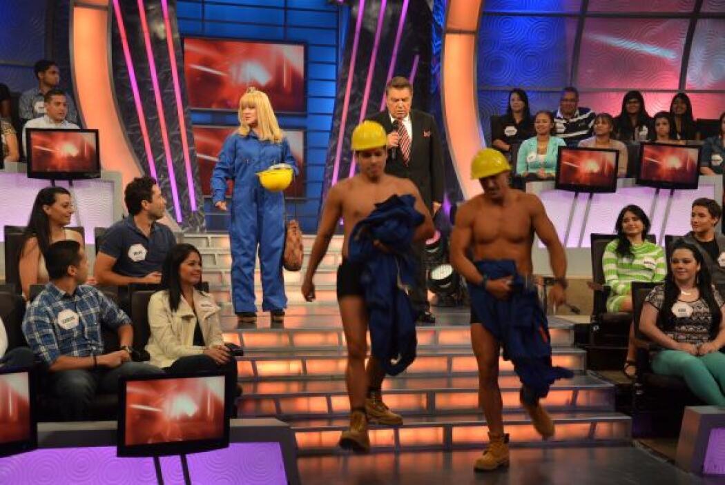 Los galanes de la Cuatro se despiden del programa bailando.