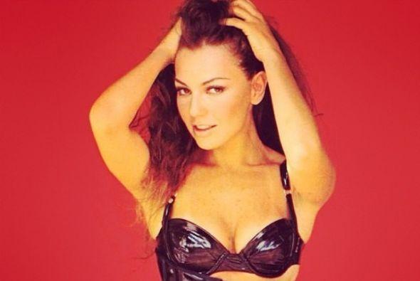 En esta época Thalía se mostraba con ropa ajustada y muy sexy.
