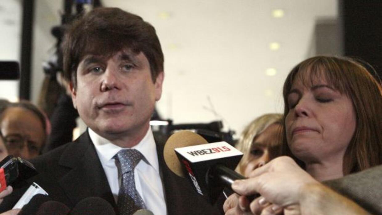 El ex gobernador de Illinois acompañado de su esposa Patti tras recibir...