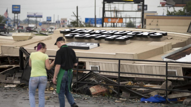 Un tornado en Indiana tumba un Starbucks como si fuese un castillo de ca...