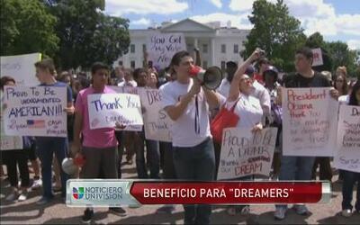"""Jóvenes """"dreamers"""" podrán iniciar tramites para permancer legalmente es..."""