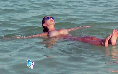 Mira las dos grandes razones por las que Ninel Conde flota en el Mar Muerto
