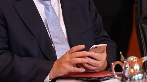 Controversia por propuesta de la Casa Blanca de revisar los teléfonos de...