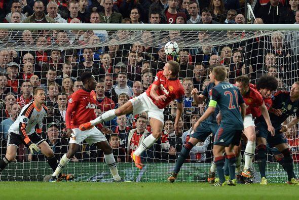 La pelota no pudo ser atajada por Neuer y pondría las cosas en fa...
